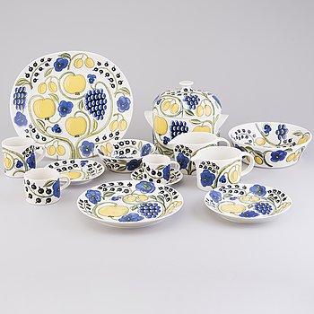 BIRGER KAIPIAINEN, a 69-pcs 'Paratiisi' tableware set for Arabia, latter half of the 20th Century.