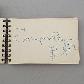 AUTOGRAFHÄFTE, med 28 autografer, egenhändiga, bl a Ingmar Bergman och Harriet Andersson.