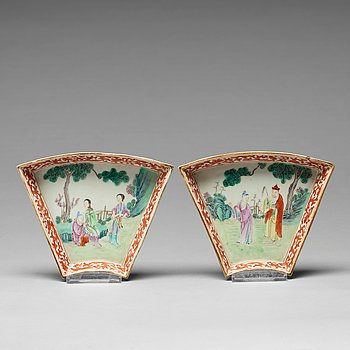 A pair of famille rose cabaret dishes, Qing dynasty, 19th Century.