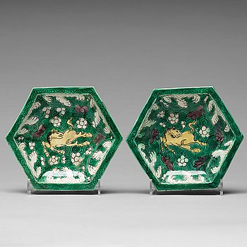A pair of bisquit porcelain dishes, Qing dynasty, Kangxi (1662-1722).
