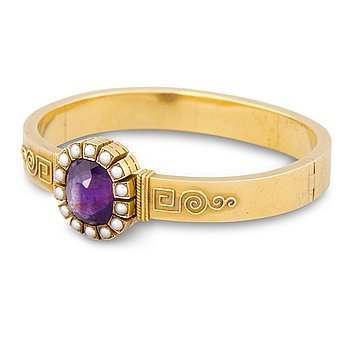 110. A BRACELET, faceted amethyst, pearls, 14K (56) gold. St Petersburg, late 19th century.