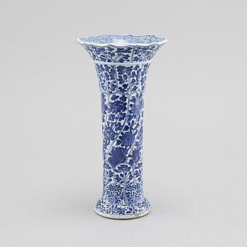 VASE, porcelain, China, Kangxi, (1662-1722).