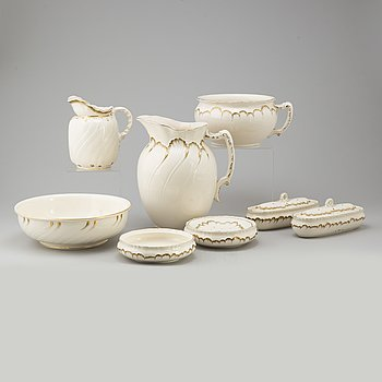 A creamware eight-piece toilet service from Villeroy & Boch, earlt 20th Century.