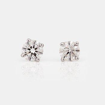 ÖRHÄNGEN med runda briljantslipade diamanter.