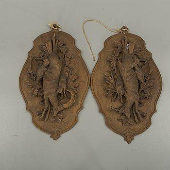 RELIEFER, ett par, trä, omkring 1900.