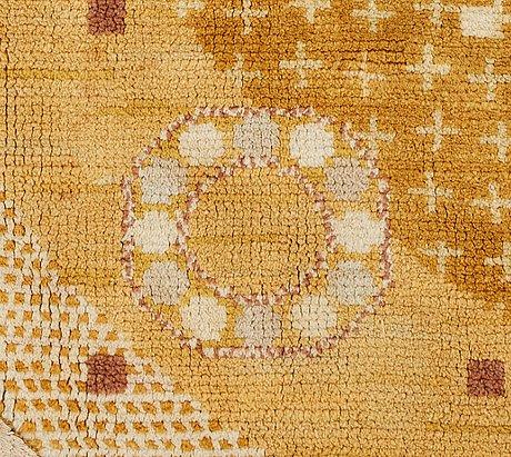 "Barbro nilsson, matta, närmast rund, ""kullager, gul"", flossa,  diameter ca 230 234 cm"