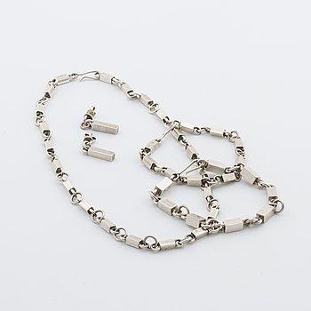 SMYCKESET silver, stavlänk och stavar; collier, 2 armband samt ett par örhängen, Lund 1955 och 1957.