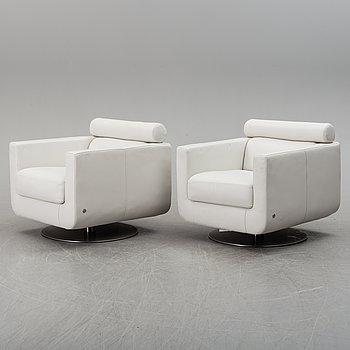A pair of easy chairs from Natuzzi, Italy, 21th century.