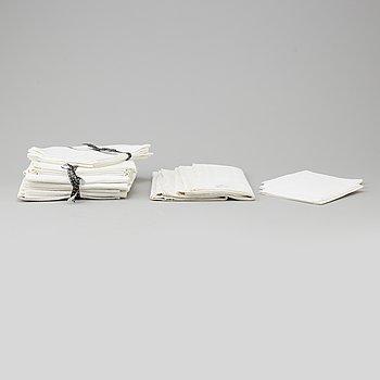 DUKAR, 2 st, samt servetter, linne, 9+4+6+2+2 st. 1800/1900-tal.