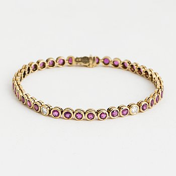 BRACELET, 18K gold with 5 diamonds 0.60 cts and rubies 5.90 cts, according to engraving.