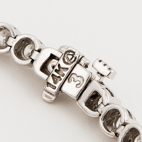 Tennis bracelet, 14k white gold with 49 diamonds approx. 5.06 cts.
