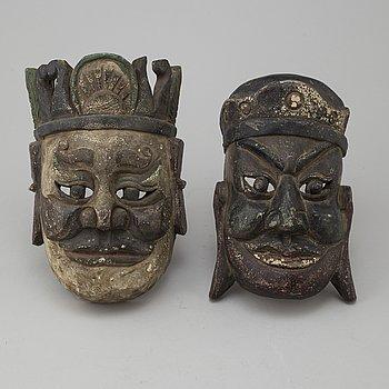 MASKER, två stycken, trä. Sydostasien, 1900-tal.