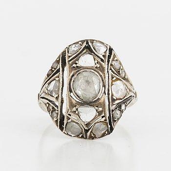 ANTIK RING, silver och låghaltigt vitguld med rosenstenar.