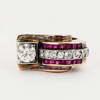 RING, Art déco, 18K gold with a diamond approx 0.65 cts, small diamonds 8/8 approx 0.40 cts and small rubies.