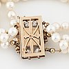 A cultured pearl bracelet