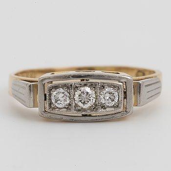 RING, med diamanter.