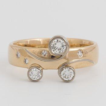 PERNLOS, Ring med diamanter.