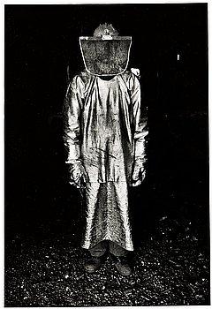 """276. Jean Hermanson, """"Järnbruksarbetare med skyddsdräkt av asbest, Björneborgs Järnverk"""", 1970."""