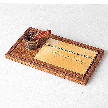 """Joseph beuys, """"objekt zum schmieren und drehen""""."""
