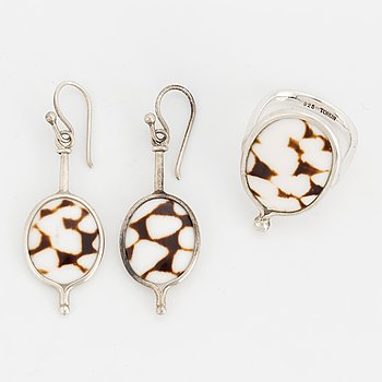 A pair of Vivianna Torun Bülow-Hübe earrings and ring, sterlingsilver with shell.