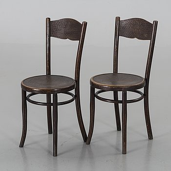 A PAIR OF BENTWOOD CHAIRS.