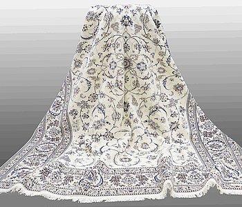 MATTA, Nain, part silk, s.k 9 LAA, ca                  400 x 290 cm.