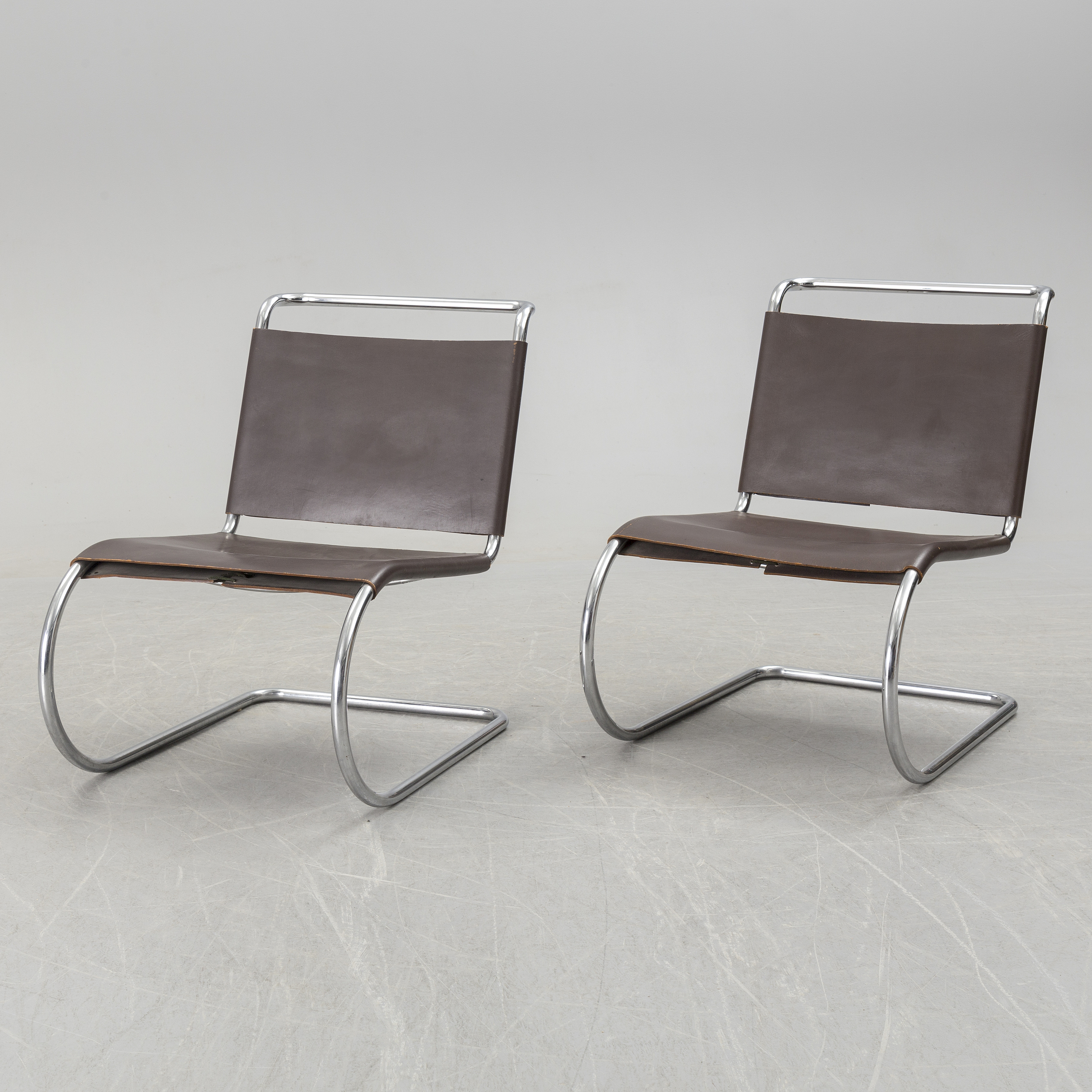 Awesome A Pair Of Mr Lounge Chairs By Ludwig Mies Van Der Rohe Squirreltailoven Fun Painted Chair Ideas Images Squirreltailovenorg