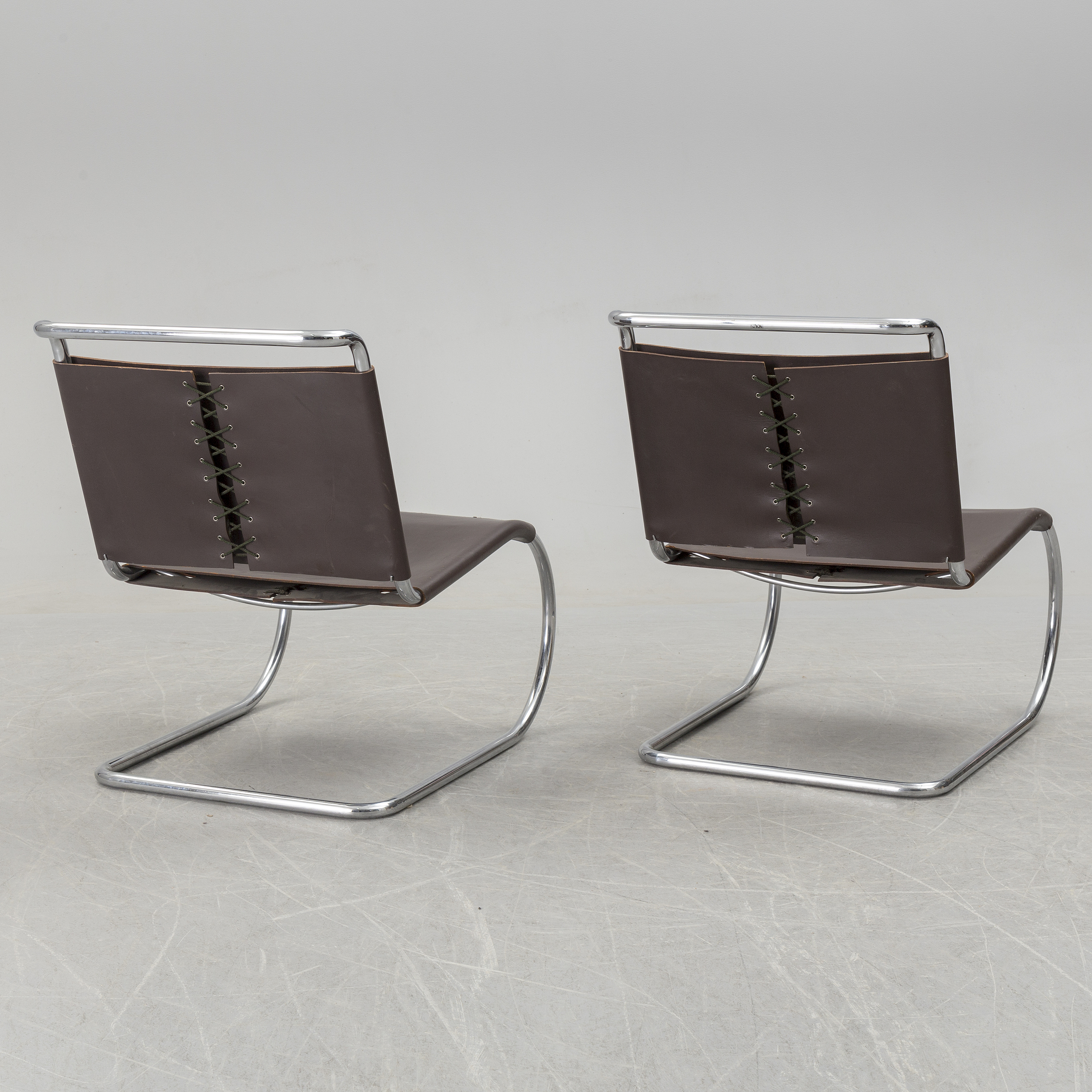 Surprising A Pair Of Mr Lounge Chairs By Ludwig Mies Van Der Rohe Squirreltailoven Fun Painted Chair Ideas Images Squirreltailovenorg