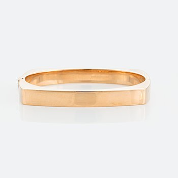 1014. A Gaudy bangle in 18K gold.