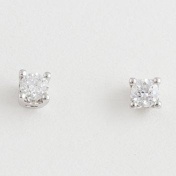 ENSTENSÖRHÄNGEN, med briljantslipade diamanter.