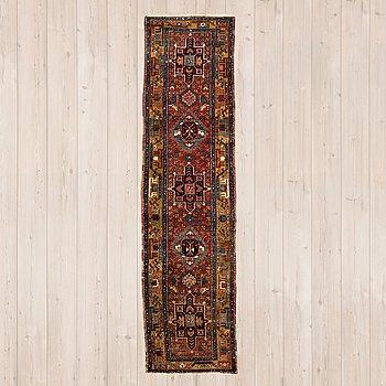 GALLERIMATTA, semiantik Karadja sannolikt, ca 327 x 88 cm.