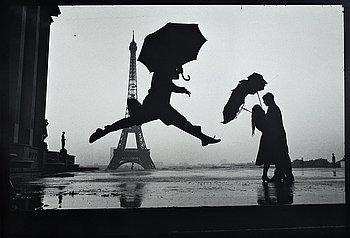 """268. Elliott Erwitt, """"Paris, France, 1989""""."""