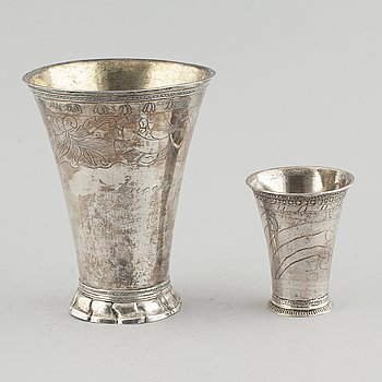 VASER, silver, 2 st, tot ca 361 gram.