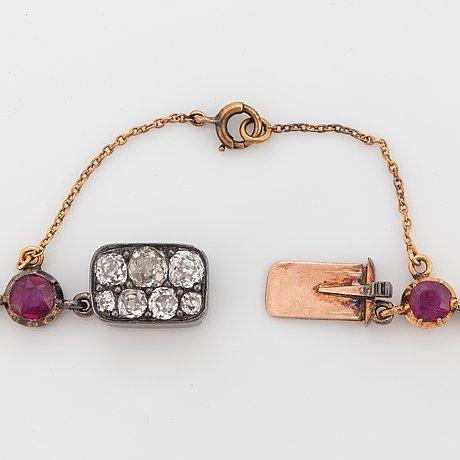 Demi parure bestående av collier samt ett par örhängen med rubiner och gammalslipade diamanter