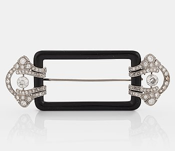 1038. A Janesich Art Deco brooch in onyx and platinum set with old- and eight-cut diamonds.