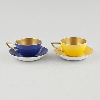 """KAFFEKOPPAR MED FAT, ett par, porslin, """"Queens cup"""", Nobelservisen, Karin Björquist, Rörstrand."""