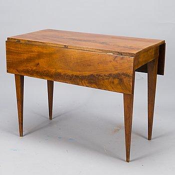 SIDOBORD, mahognyfanerad 1800-talets början.