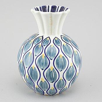 HERTHA BENGTSON, vas, keramik, Rörstrand, signerad Bengtson och numrerad 967.