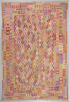 MATTA, kelim, 357 x 238 cm.