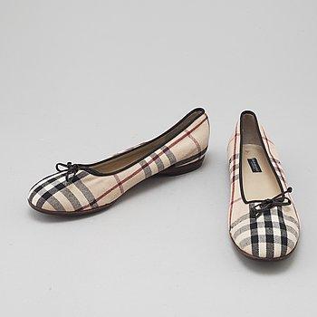 BURBERRY, skor, storlek 39.