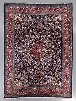 An old Sarouk/Mahal carpet ca 403 x 303 cm.