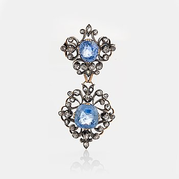 A brooch set with two sapphires ca 4.6 cts and 5.8 cts according to accompanying certificate.