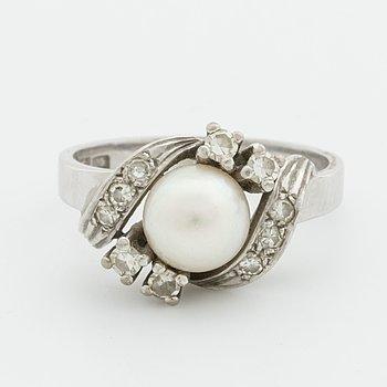 RING 18K vitguld m 1 odlad pärla ca 7 mm och 8/8 diamanter 0,28 ct enligt gravyr, Guldkedjan G K AB, Varberg.
