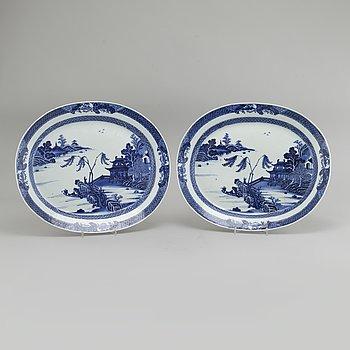 TERRINFAT, 2 st, porslin, Kina, Qianlong (1736- 1795).