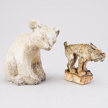 SAKARI VAPAAVUORI, skulpturer, 2 st, keramik, signerade SV och VSV Arabia Suomi Finland.