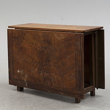 A painted pine gate-leg table, 18th Century.