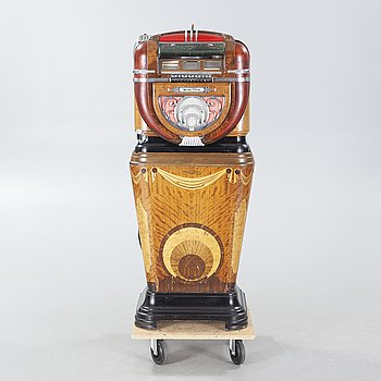 "JUKEBOX, Wurlitzer Model 81, on original wooden stand ""Mae West""."