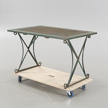 A garden table from the second half of the 20th century.