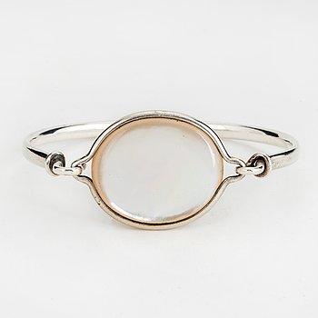 A Swedish 20th century Torun Bülow-Hübe bracelet, silver and mother-of-pearl.