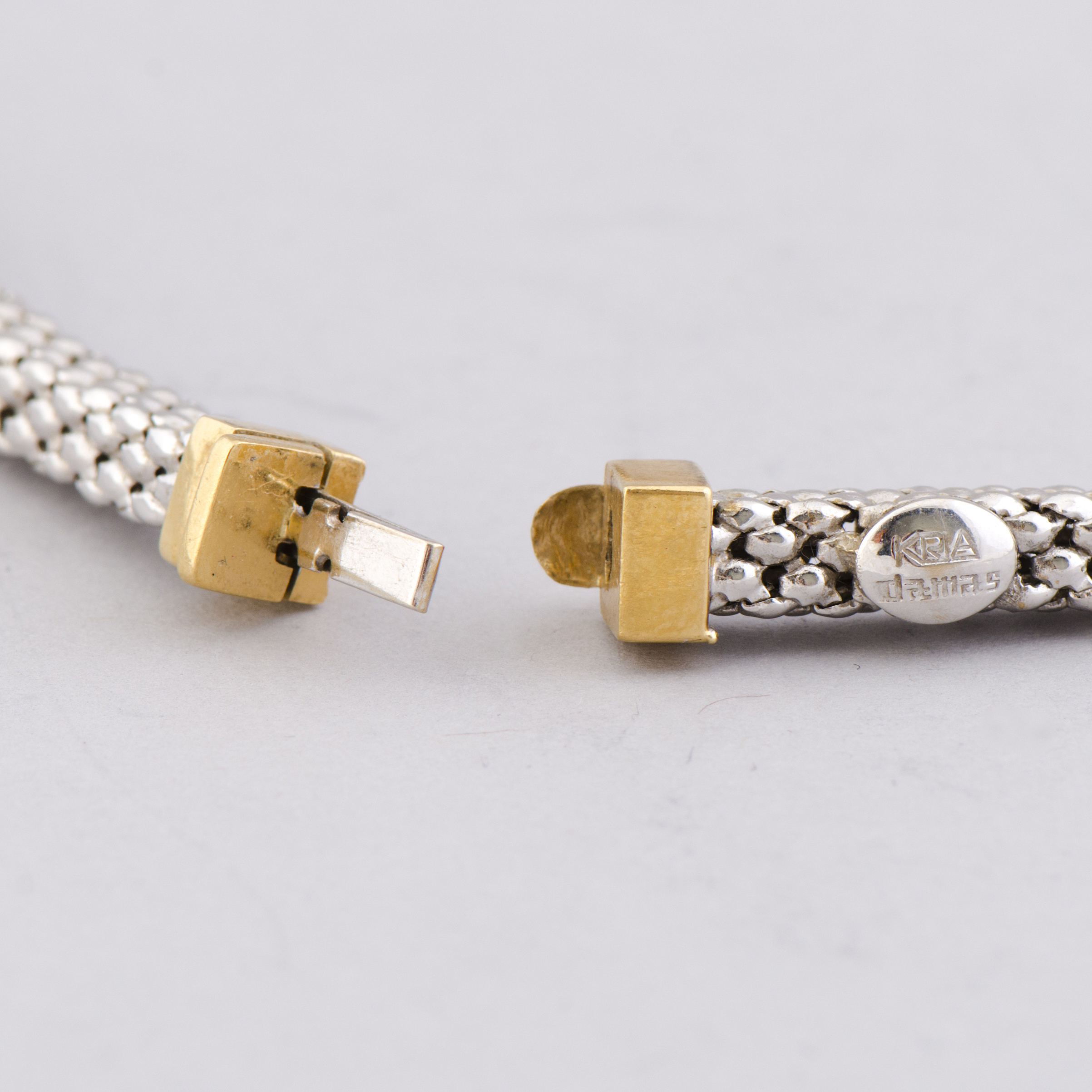 A NECKLACE, chain in 18K white gold, gold details  Kria